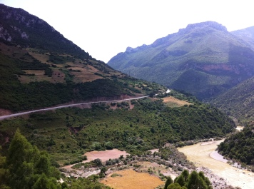 Rif-Gebirge mit Fluss Laou