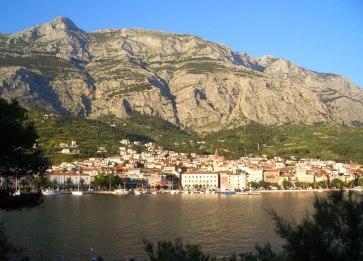 Makarska, am Abend mit Sveti Jure